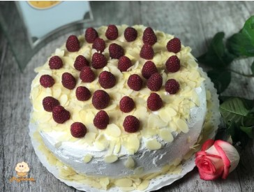 Tort alb cu zmeura
